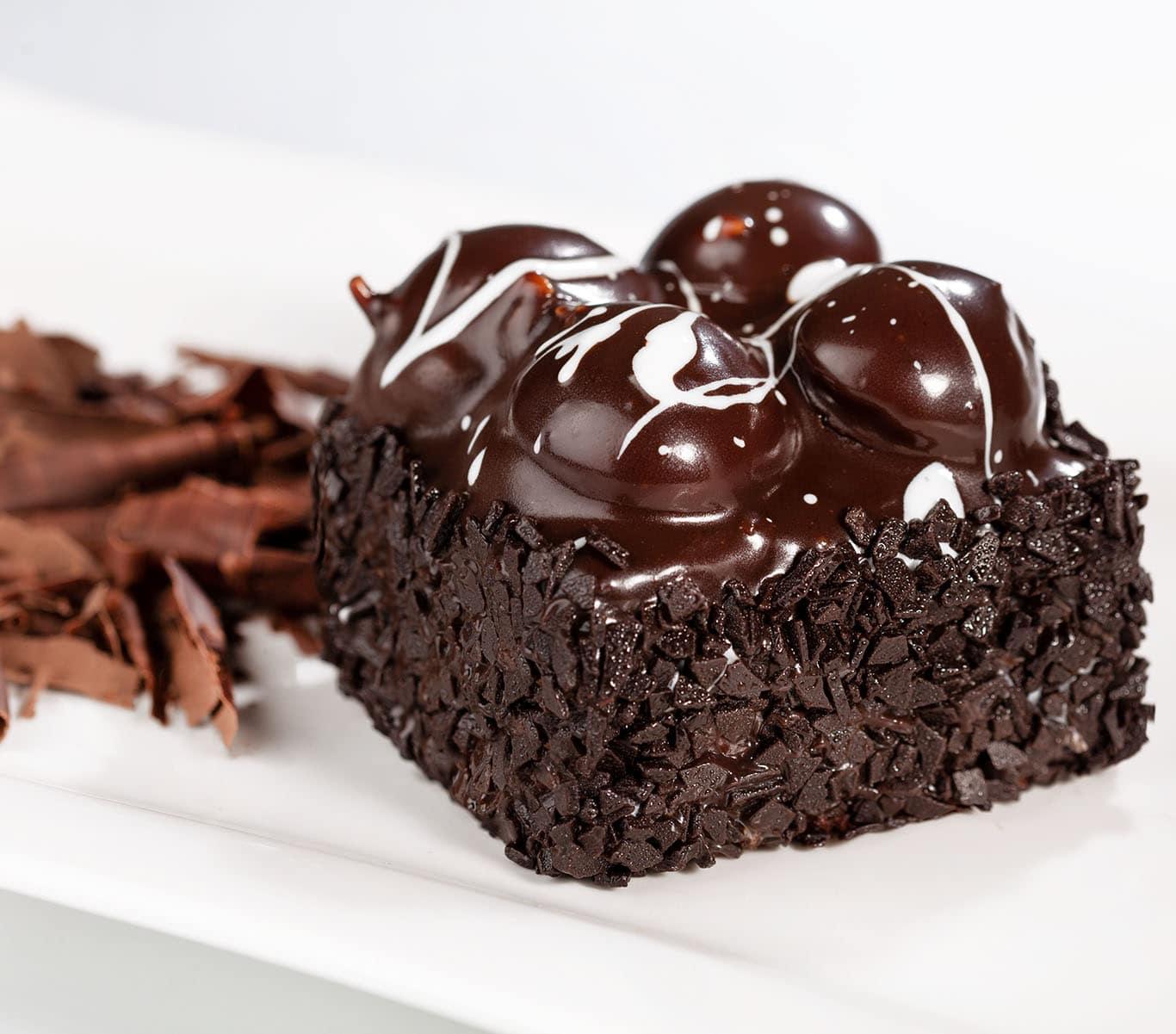 Bitter-Cikolatali-Profiterollu-Kare-Pasta